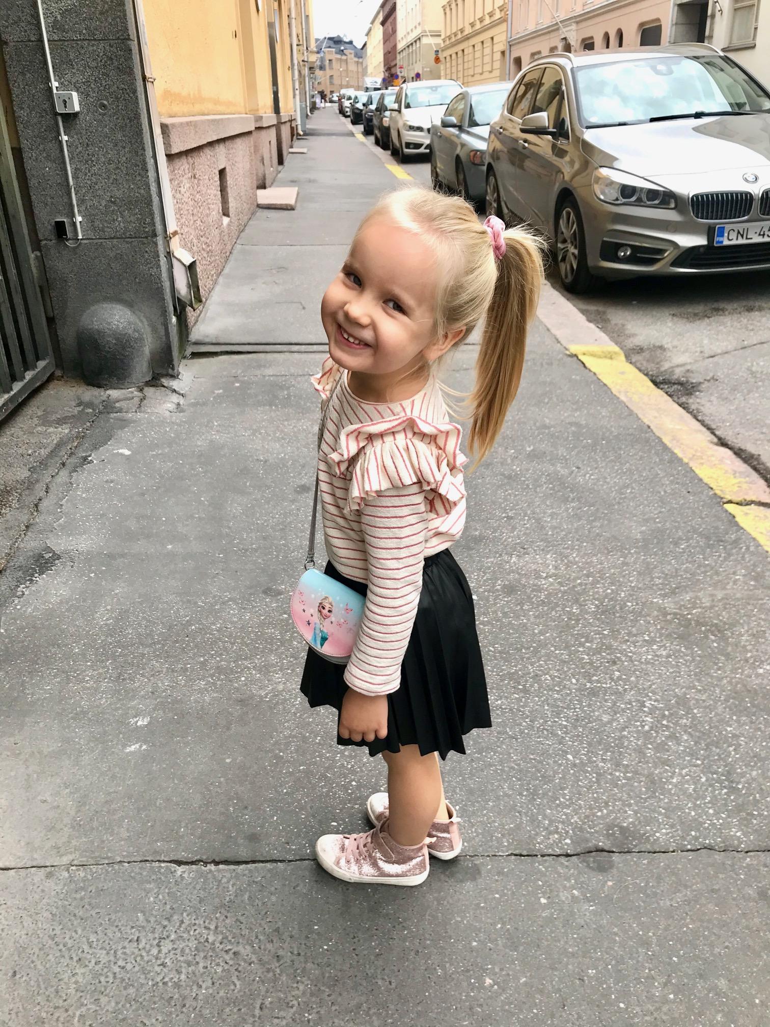 Kuvan lapsi liittyy vahvasti pannukakku -episodiin.